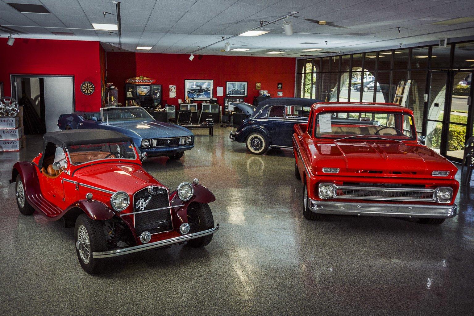28000 Auto Showroom